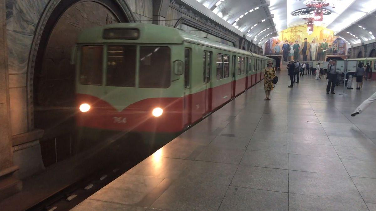 Ze stanice Revitalizace přes Slávu a Strážný oheň až do Triumfálního návratu. Jeli jsme metrem vKLDR