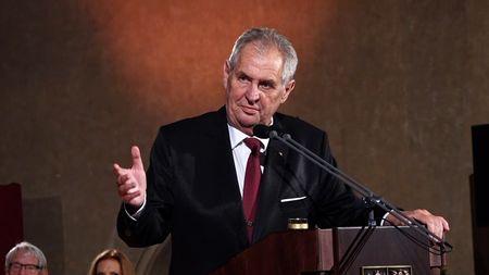 """Prezident Zeman vyznamená """"dvojitého agenta"""". Spolupracoval sStB iCIA"""