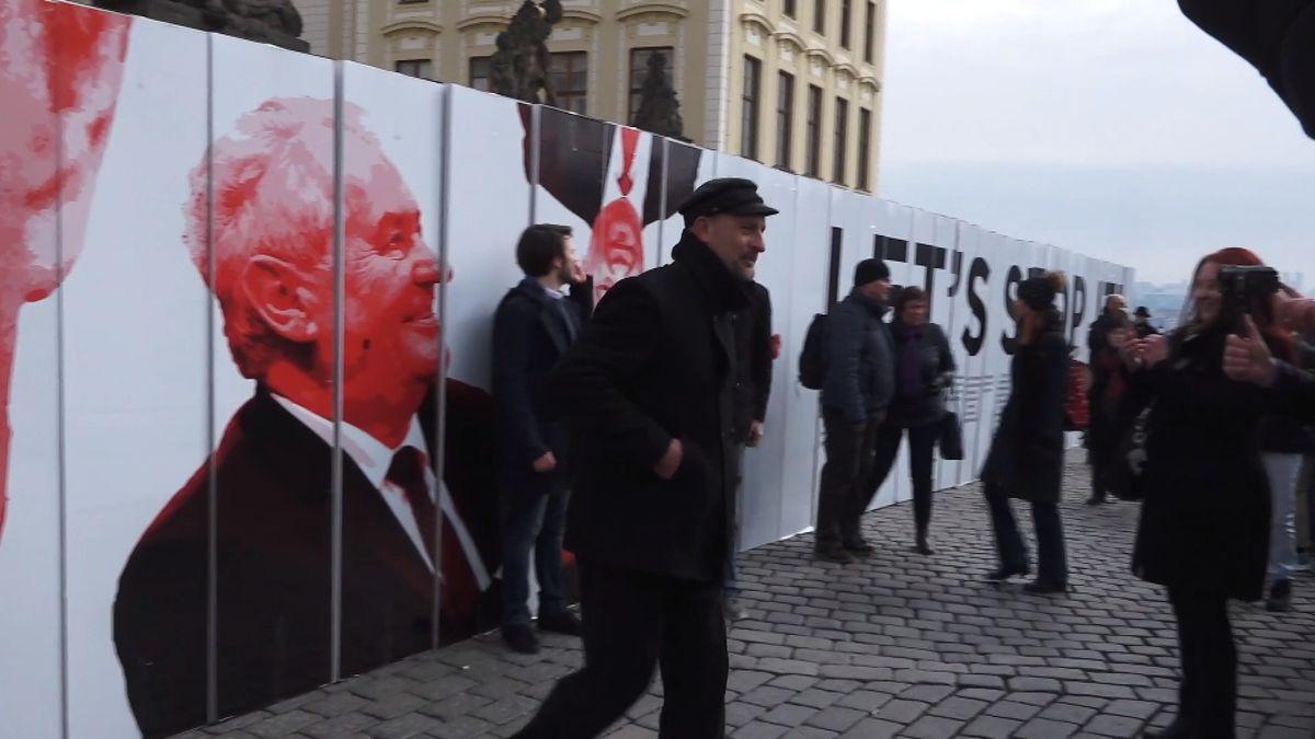 Zastavme to. Demonstrace uHradu varovala před autoritářskými tendencemi idezinformacemi