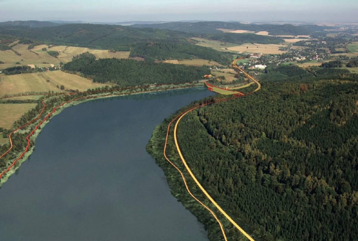 Vodní dílo Nové Heřminovy, letecký pohled po toku – vpravo nahoře obec Zátor. Po realizaci navrhovaných opatření – zvýrazněné kontury navrhovaných konstrukcí.