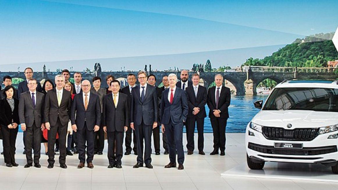 Nepříliš povzbudivá zpráva pro českou automobilku. Číňané přestávají kupovat auta
