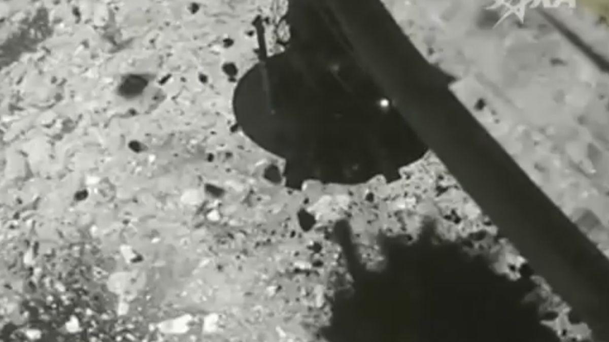 Japonská kosmická agentura zveřejnila video zodběru vzorků zasteroidu Ryugu