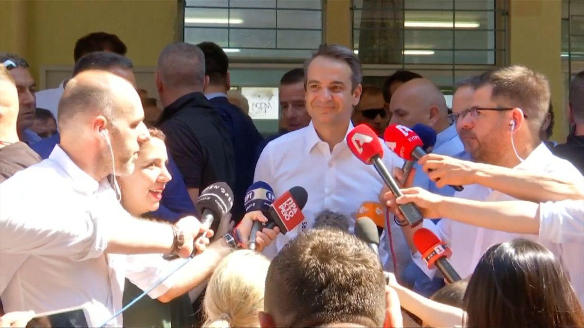 Řecké předčasné volby podle odhadů vyhrála opozice, premiér Tsipras uznal porážku