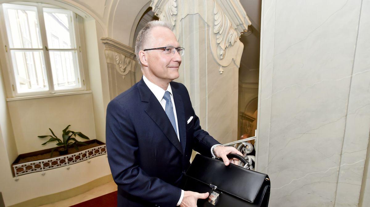 Vláda znovu navrhne šéfa BIS do hodnosti generála, oznámil Babiš