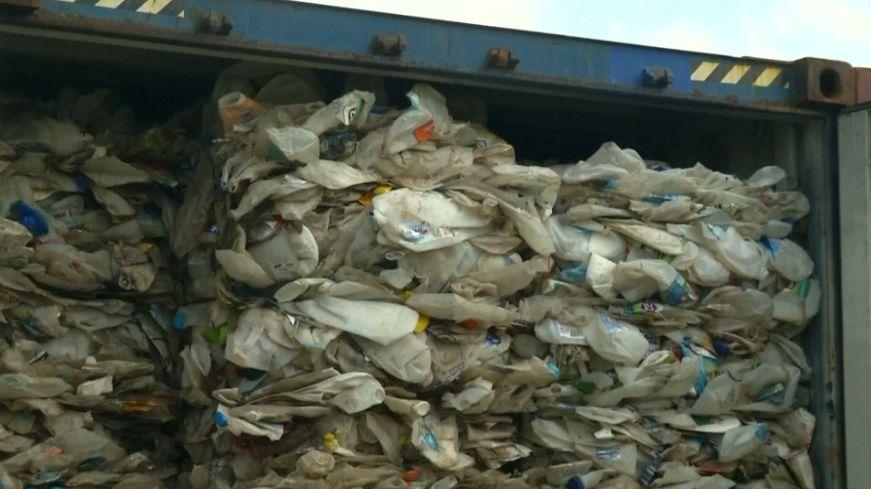 Malajsie nechce být světovou skládkou. Vrací zpět 450tun plastového odpadu