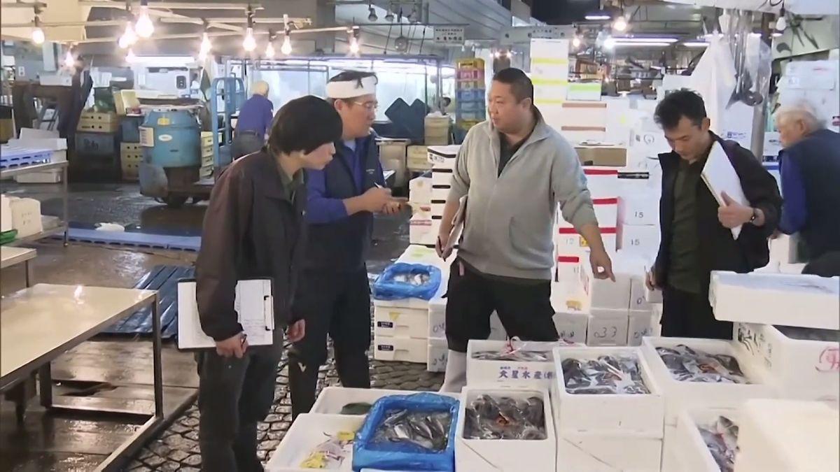 V Tokiu zavřel největší rybí trh na světě svíce než 80letou tradicí. Jeho přesun do nové lokality budí vášně