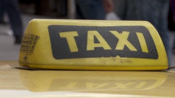 Skryté nebezpečí pro Prahu: sedm tisíc nových taxikářů