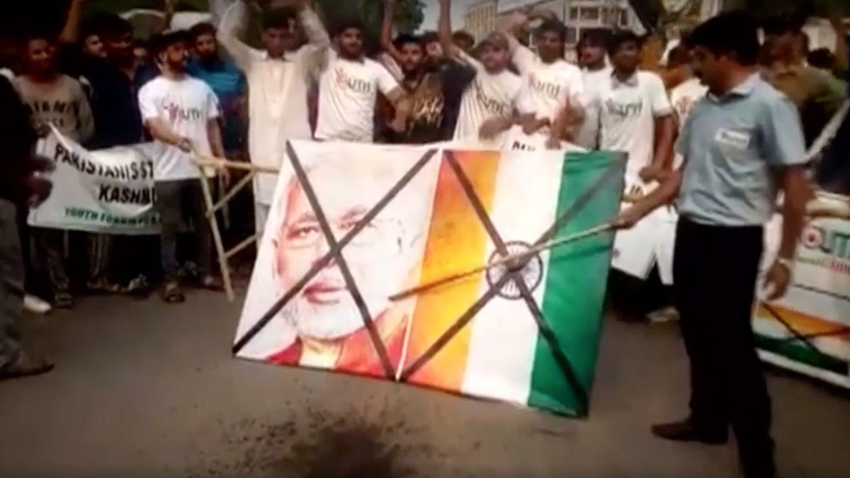 Zrušení zvláštního statusu je pro Kašmír největší změna za 70let. Indie oblast odstřihla od světa a mlčí