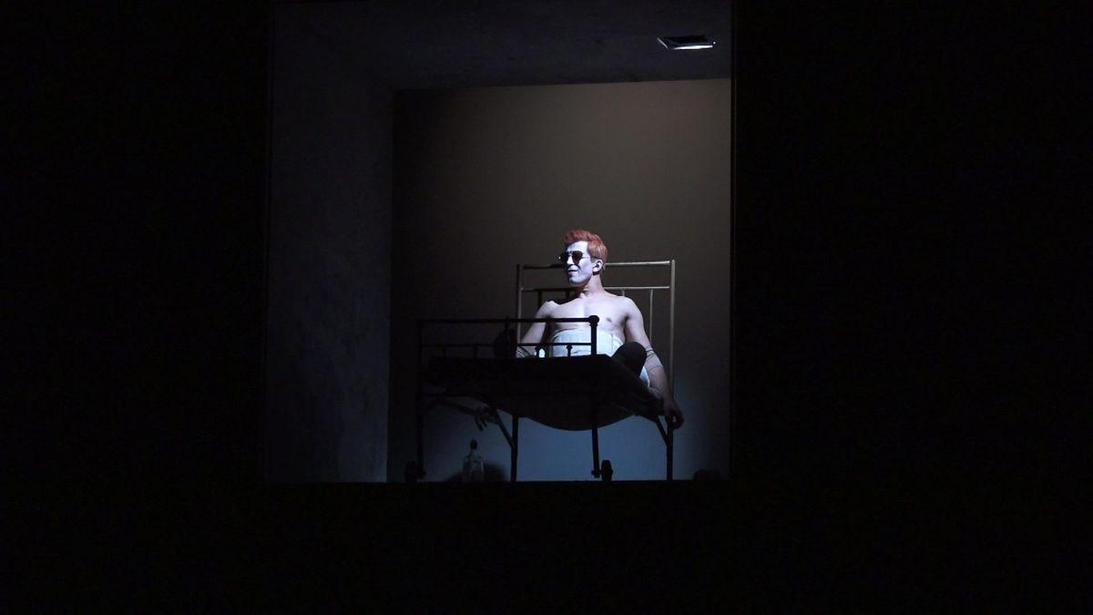 Divadlo komedie připravilo vlastní nastudování muzikálu Davida Bowieho Lazarus