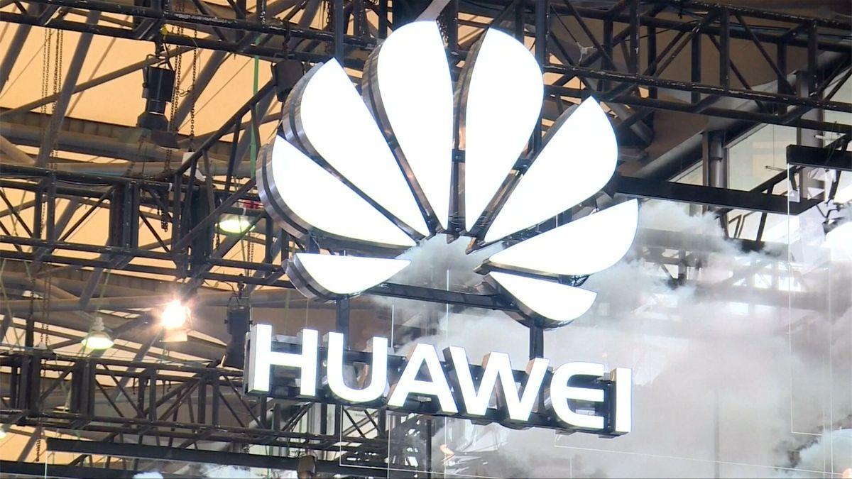 """Huawei odměňovalo """"nejlepší zloděje"""" informací, tvrdí USA"""