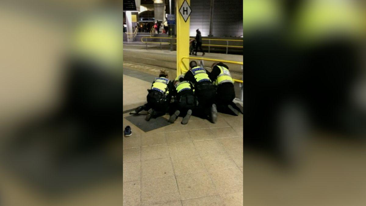 Útočník zManchesteru je možná psychicky nemocný, policie stále nevyloučila teroristický motiv