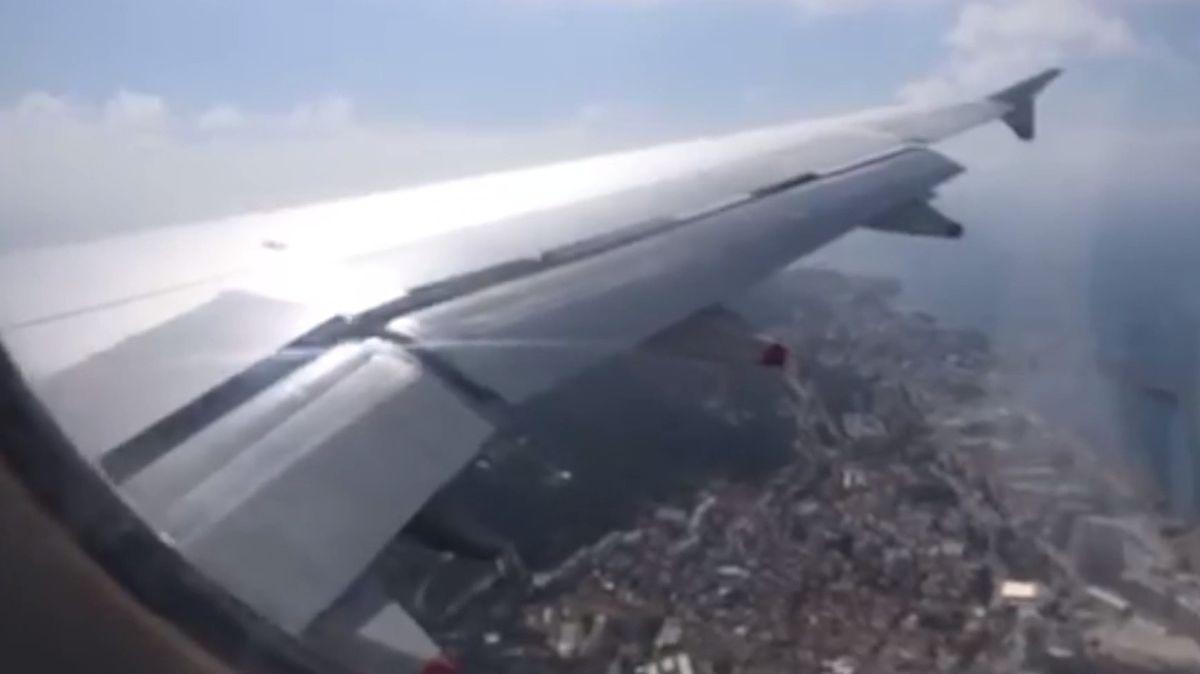 Drama na palubě. Letadlo se nad Gibraltarem naklánělo jak na houpačce