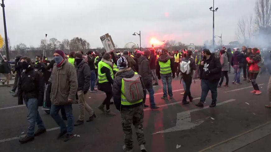 Žluté vesty navlékli imuži sympatizující sruskými separatisty. Bojovali po jejich boku na Ukrajině