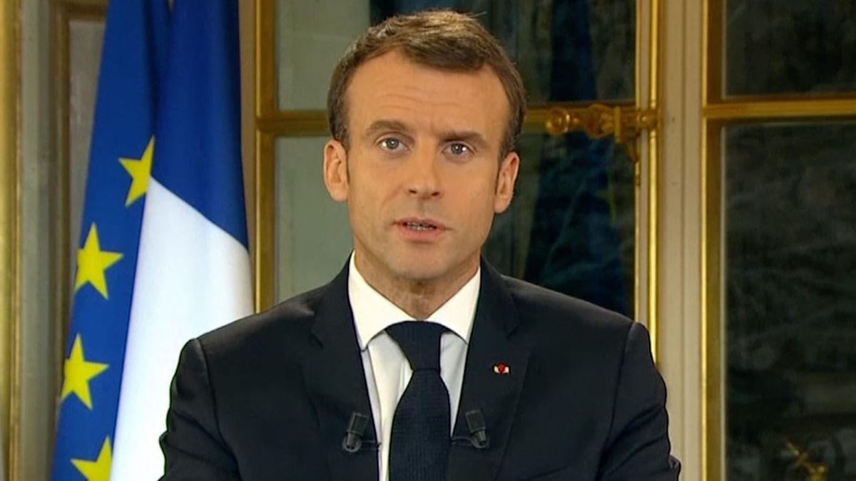 Po protestech žlutých vest slíbil Macron zvýšení minimální mzdy,