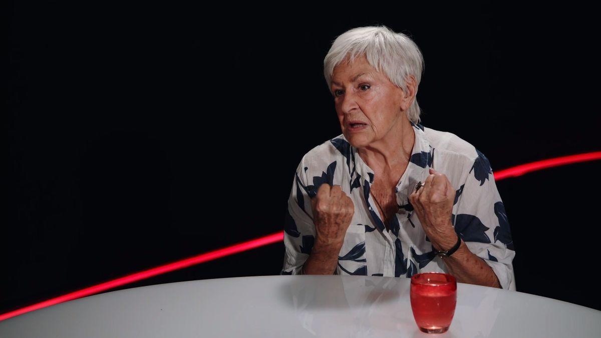 """""""Jsem vyděšená, co se tu 30let od revoluce děje."""" Kamila Moučková se pustila do Zemana, Babiše a vyznavačů pivní kultury"""