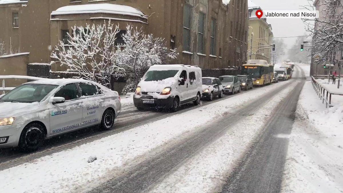 Sníh vnoci zasypal Česko, největší problémy mají na severu