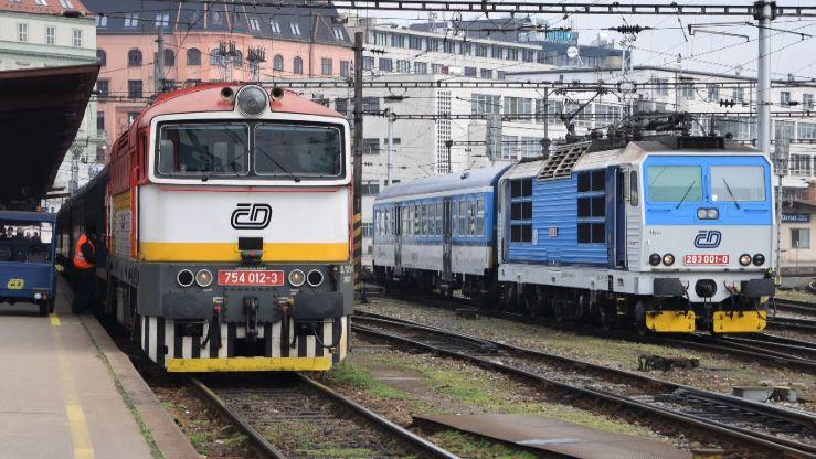 Českým drahám ubylo 35procent cestujících, tržby spadly o4miliardy