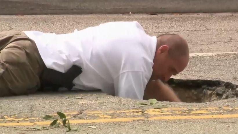 Na Floridě se propadla silnice a objevil se tunel, který lupiči kopali do banky
