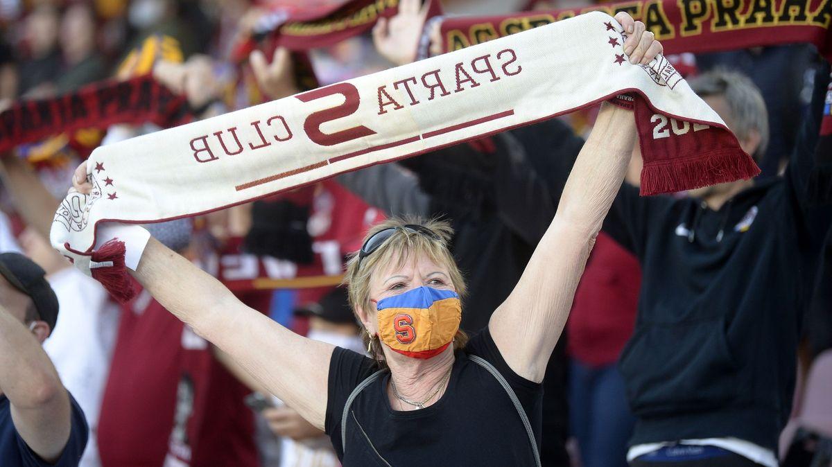 Anglie a Německo řeší návrat fanoušků na stadiony. Česko přesný opak
