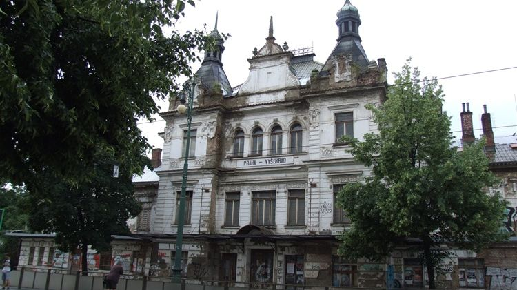 Na pražské nádraží Vyšehrad je uvalena exekuce kvůli neumožnění kontrol