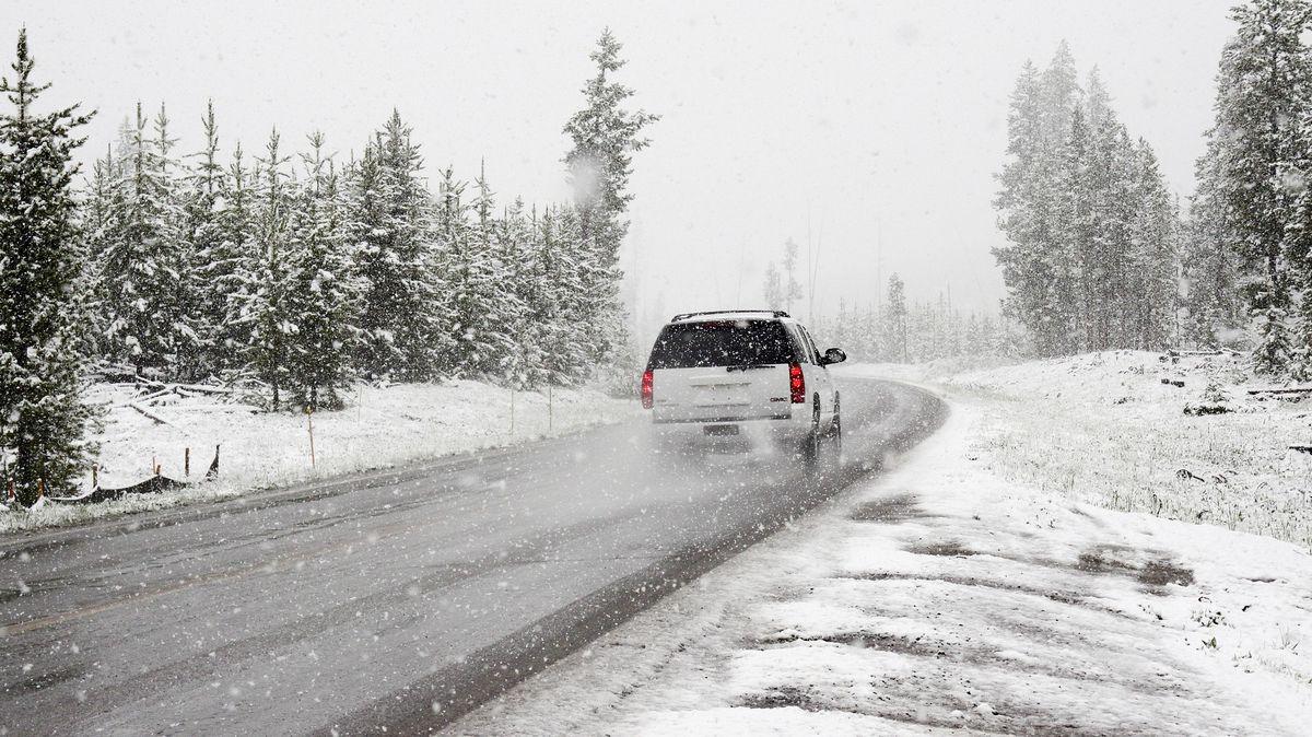 Tipy pro bezpečnou jízdu vzimě: základem jsou zimní pneumatiky, jinak nefunguje ani ABS