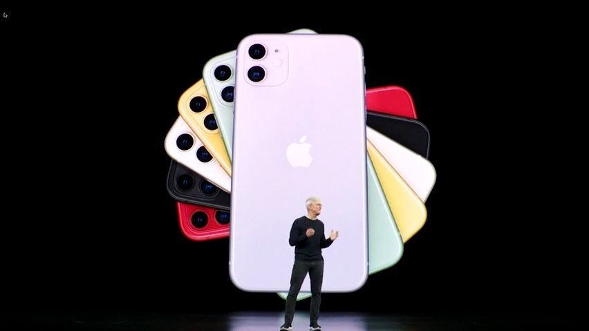 Apple terčem vtipů. Trojitý fotoaparát, zpomalené selfie iceny iPhonů přinesly vlažné reakce ikritiku