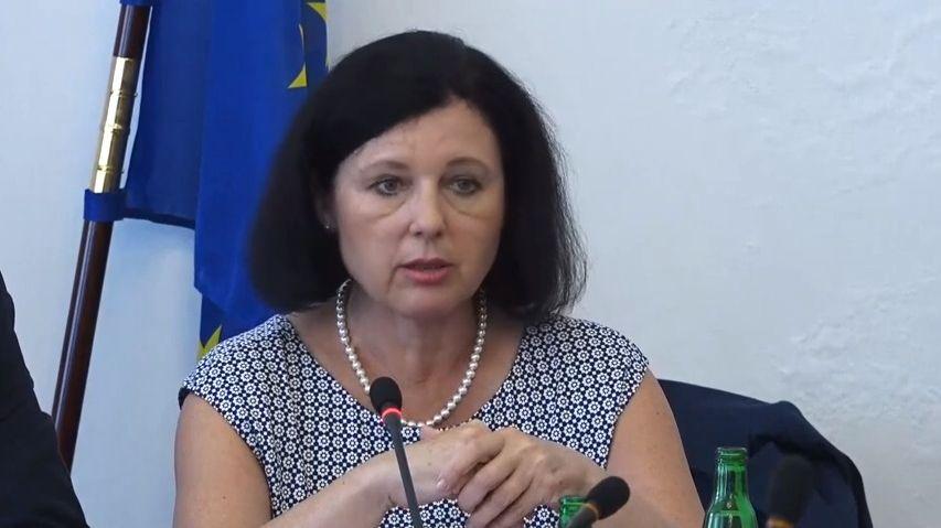Grilování eurokomisařky: Chtěla bych řešit dopravu nebo vnitřní trh. Babišovu kauzu jako limit necítím