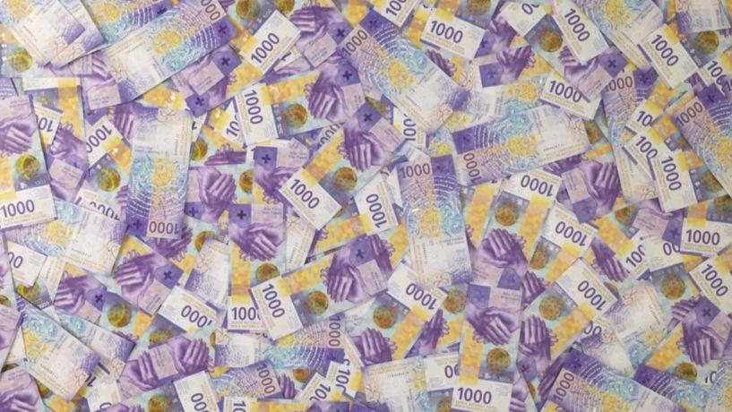 22tisíc vjedné bankovce. Centrální banka představila novou verzi platidla vhodnotě 1000franků