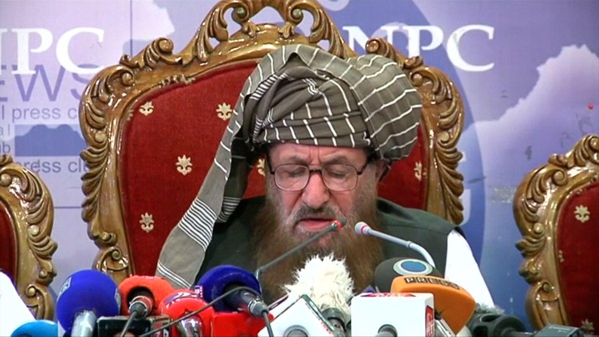 """""""Otec Tálibánu"""" byl zavražděn, na pohřeb přišly tisíce lidí a přenášela ho televize"""