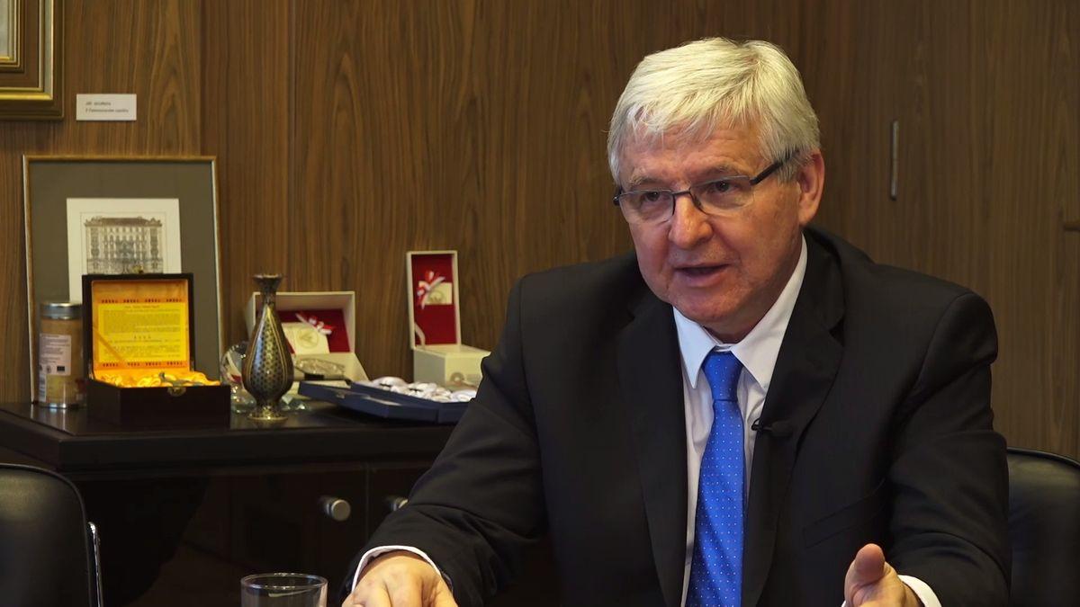 """Čeká nás """"hladké přistání"""" neboli zdravé zpomalení ekonomiky, žádná krize, říká guvernér ČNB"""