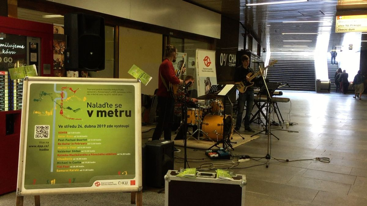 Pražské stanice metra opět rozezněla živá hudba