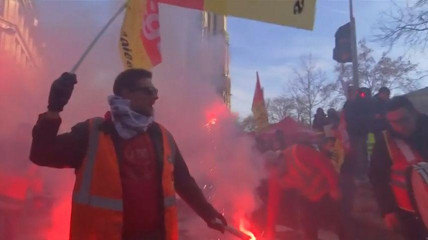 Zvláštní registr pro problémové protestující. Francouzská vláda schválila kontroverzní zákon, reaguje na žluté vesty