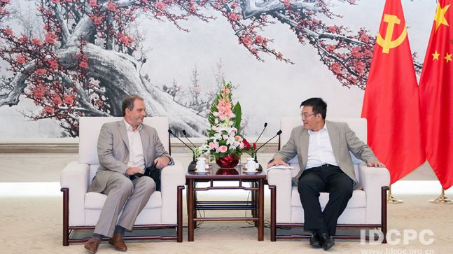 Čínské vazby rektora UK Zimy: Jeho poradce se scházel slidmi, které BIS označuje za rozvědku