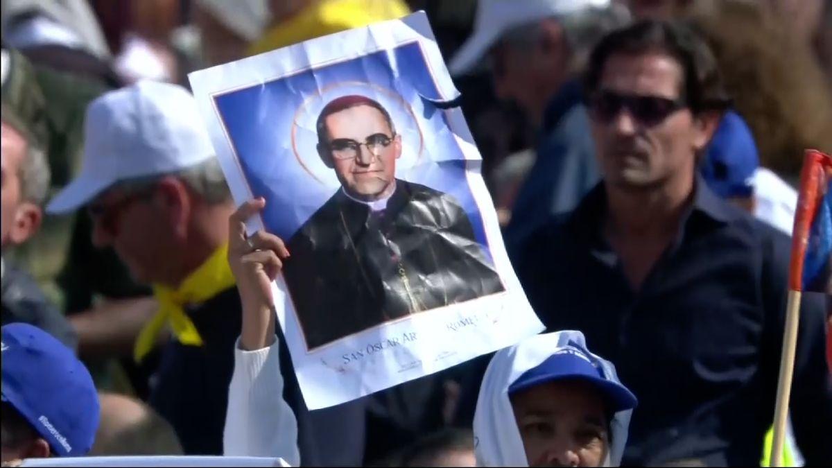Papež František svatořečil bývalého papeže Pavla VI., který odsoudil invazi do Československa