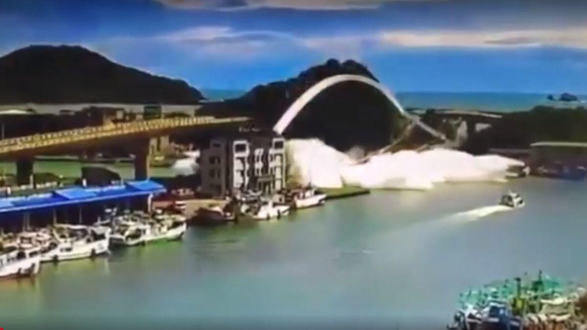 Na Tchaj-wanu se zřítil most, spadl na rybářské lodě. Záchranáři pátrají po členech posádky