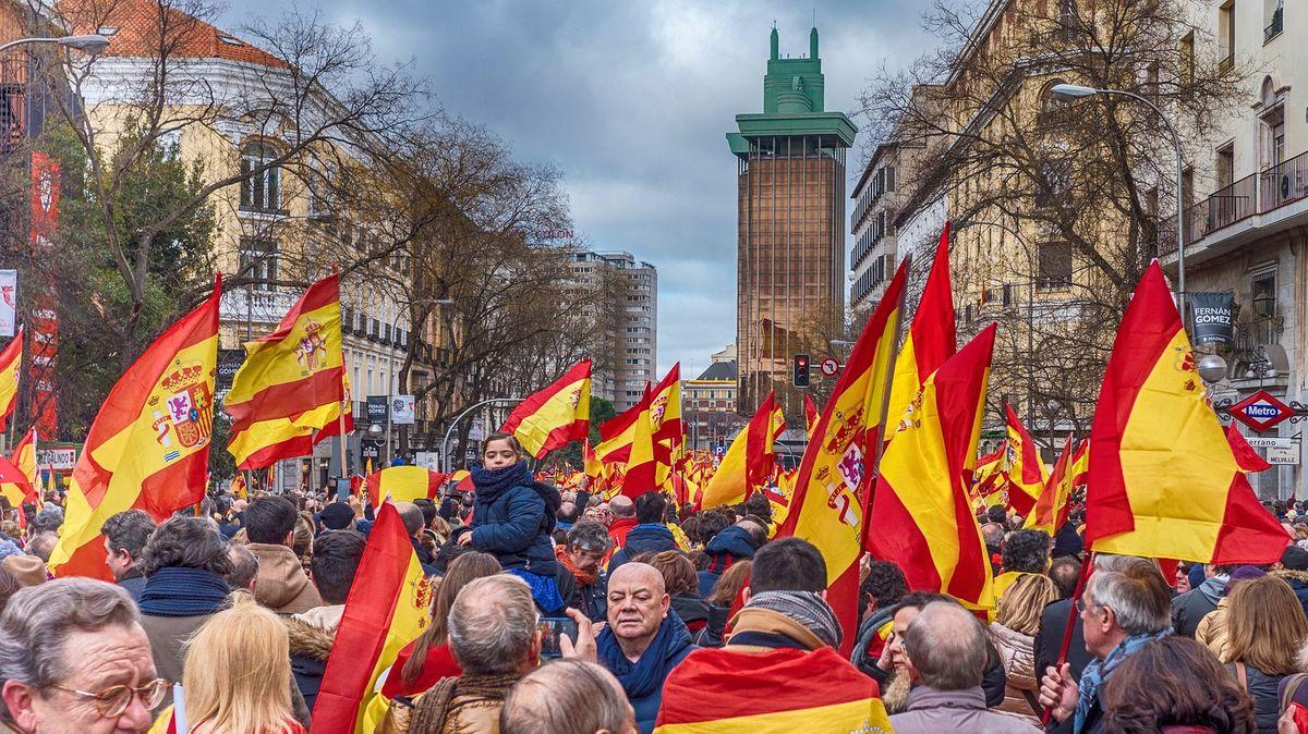 Španělský pat: Volby vyhráli socialisté, krajní pravice zdvojnásobila zisk