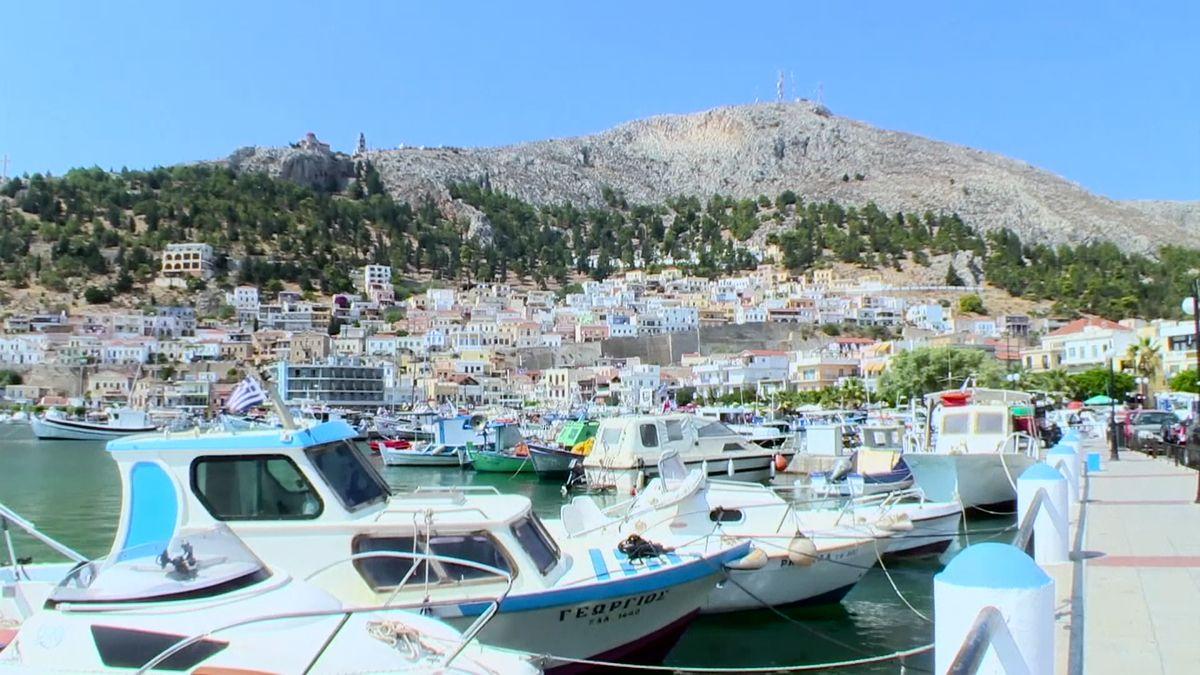 Turistické lodě neplatí daně. Řecké úřady je sledují drony