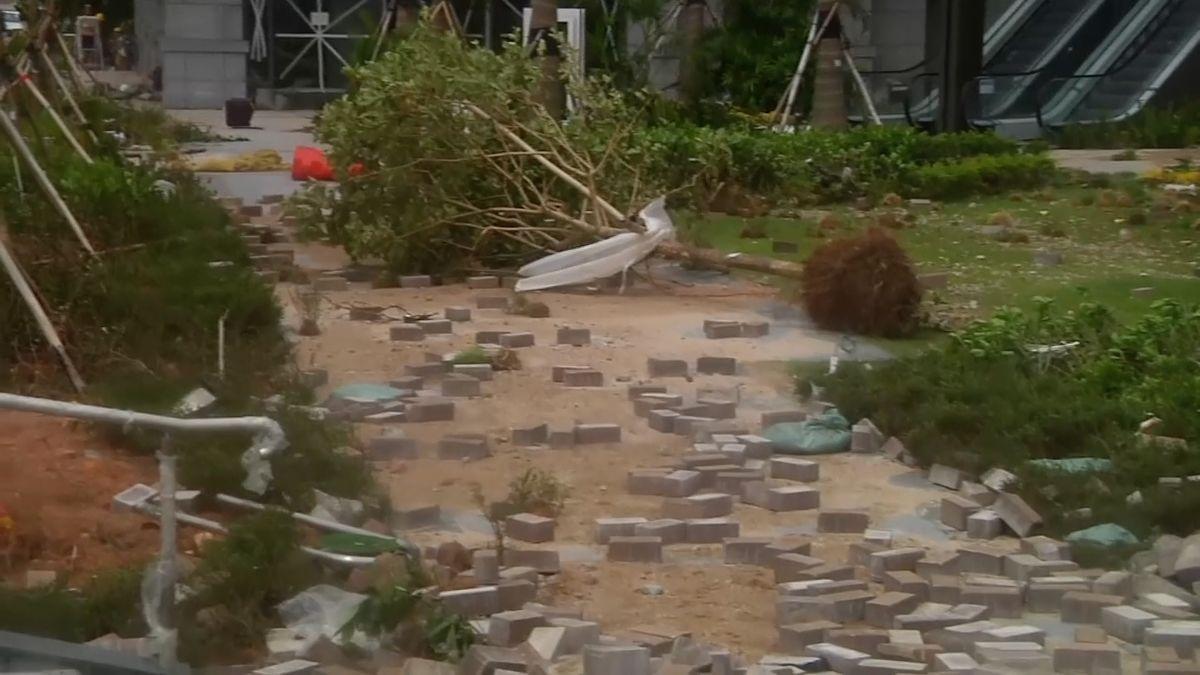 Tajfun Mangkhut v Hongkongu hýbal mrakodrapy, Filipíny hlásí 69 obětí