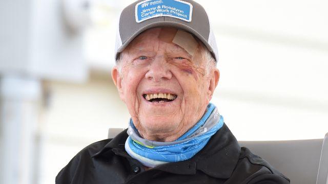 Bývalý prezident USA Carter je se zlomeninou pánve vnemocnici
