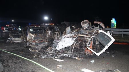 Nehoda na D1: Kamion solejem mohl na dálnici ivneděli, mělvýjimku