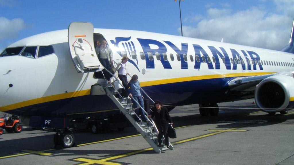"""Létající trabant bojuje oreklamu: Ryanair je prý """"nejzelenější"""". Není"""