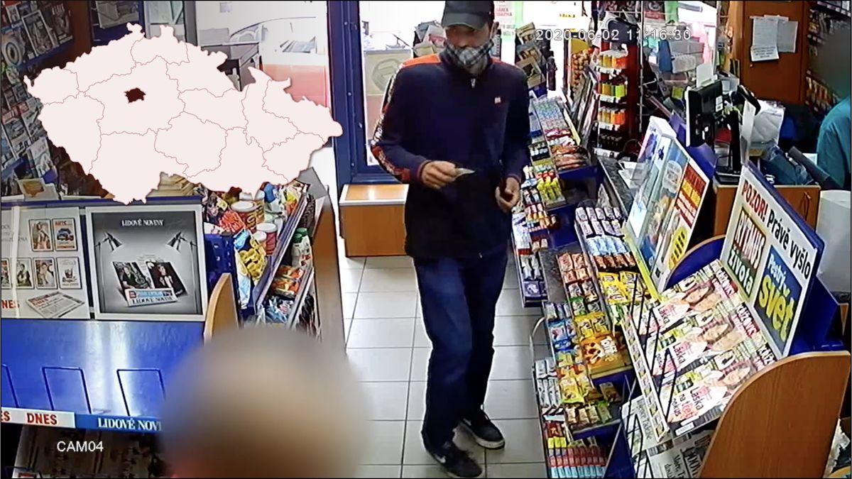Video: Lupič přepadl prodejnu, může být nebezpečný, varuje policie