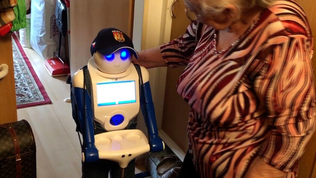 Robot Robin baví seniory. Zamíří také do nemocnic a knihovny