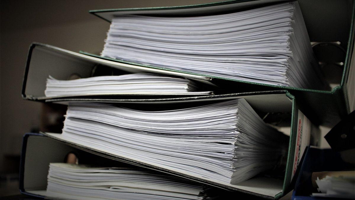 Průměrná firma stráví papírováním 223hodin ročně, méně než loni
