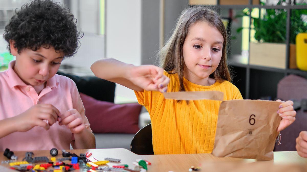 Lego bude balit stavebnice do papíru, nahradí plastové obaly