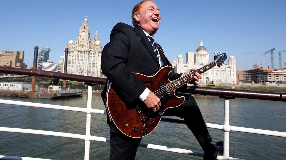 Zemřel zpěvák Gerry Marsden, jeho kapelu proslavila hymna FC Liverpool