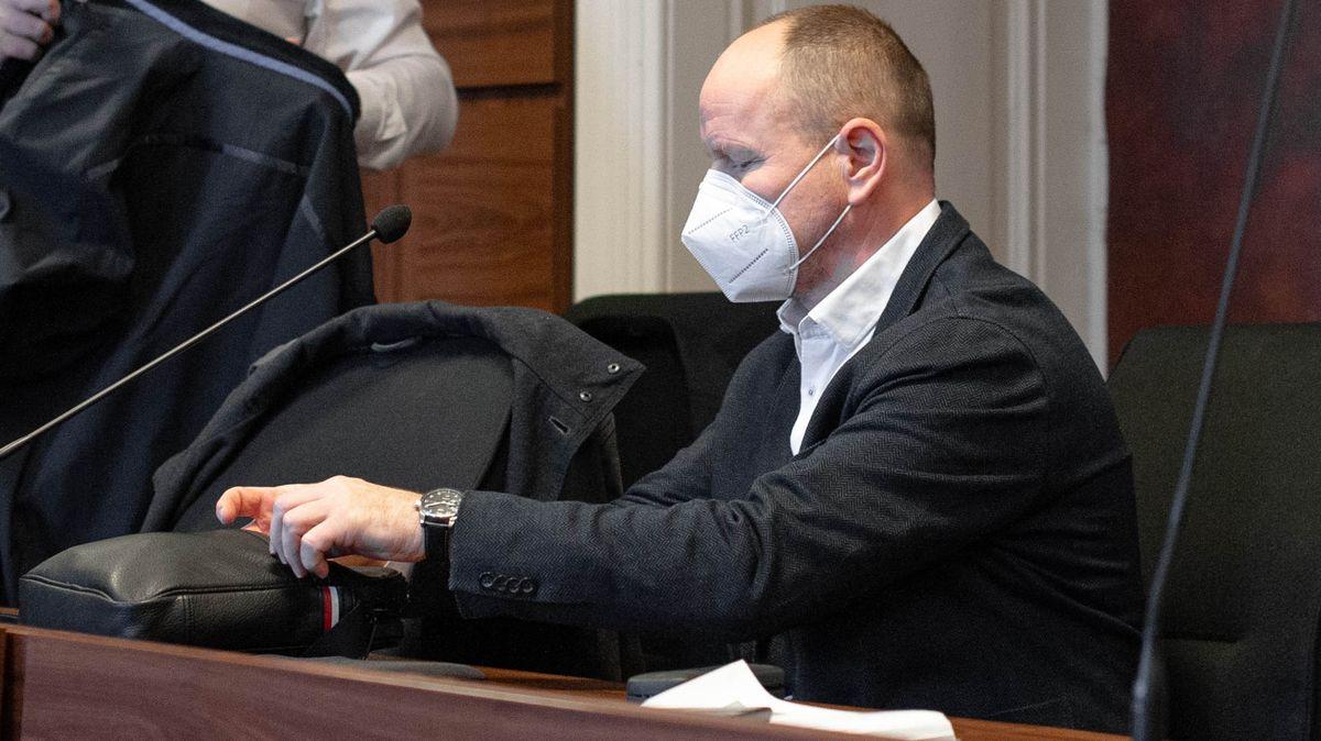 Před soudem je úředník kvůli úplatku 10milionů. Plácl jsem nesmysl, tvrdí