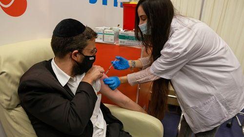 Izrael má data oúčinnosti první dávky vakcíny. Hlásí dobrou išpatnou zprávu