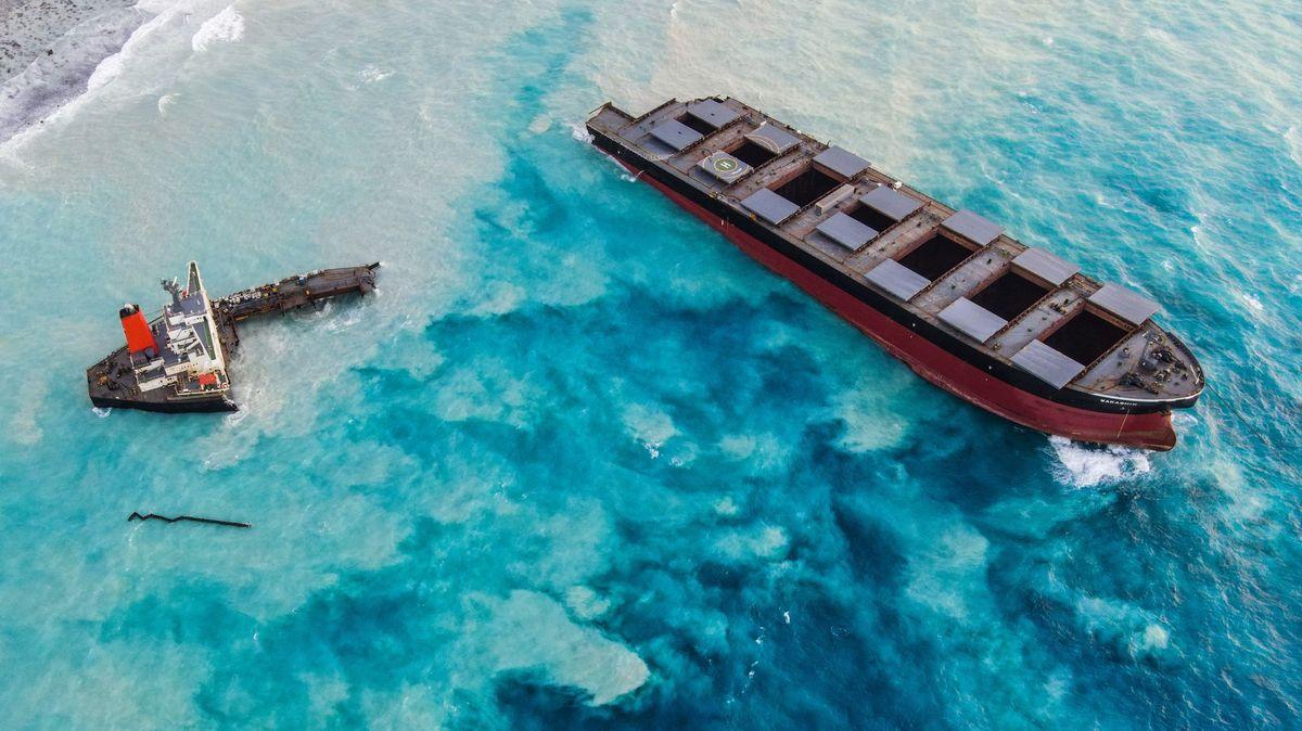 Letní havárii lodi uMauricia mohla způsobit honba za internetem