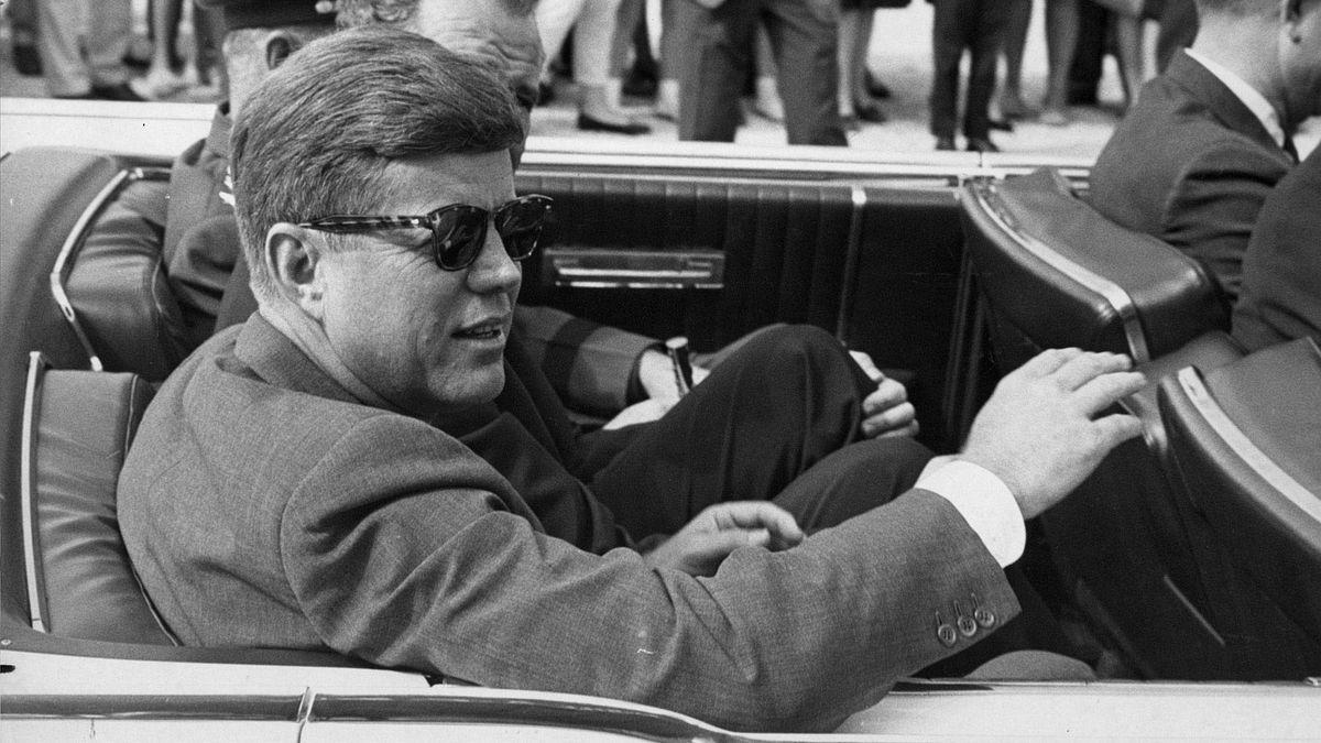 Za atentátem na Kennedyho stojí sovětská rozvědka, říká exšéf CIA
